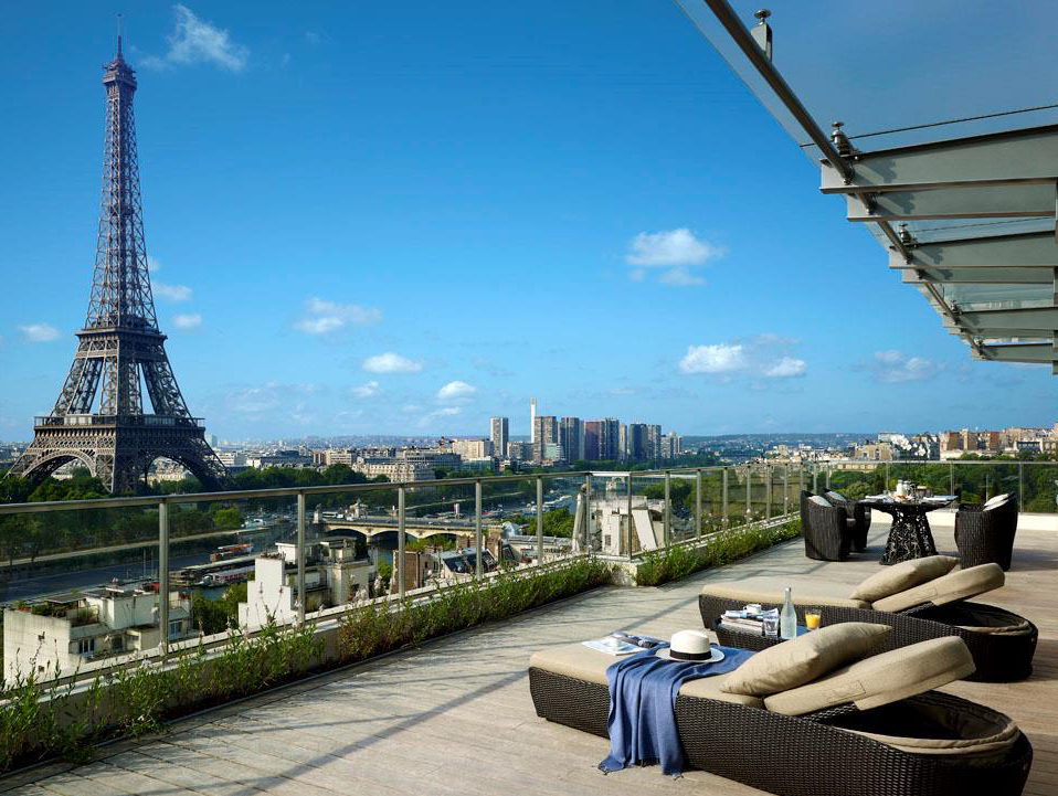 paris rooftop le rooftop shangri la. Black Bedroom Furniture Sets. Home Design Ideas